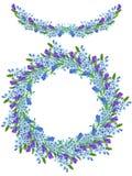 De de de Ramegrens, slinger en kroon van het waterverf blauwe vergeet-mij-nietje bloeien (Myosotis), lavendelbloemen en aartjes Stock Afbeeldingen
