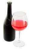 De de donkere fles en drinkbeker van de glazenwijn stock foto