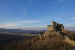 de 13de eeuw middeleeuws kasteel in Holloko, Hongarije, 3 Januari 2016 Stock Afbeeldingen