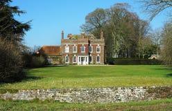 De de Engelse Manor en tuin van het Land Stock Afbeeldingen