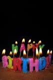 De de gelukkige Kaarsen en Cake van de Verjaardag Royalty-vrije Stock Afbeeldingen