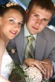 De de glimlachende bruidegom en bruid van het portret Stock Fotografie