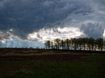 De de lentehemel vóór het onweer Stock Fotografie
