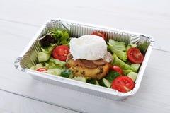 De de leveringsclose-up van het restaurantvoedsel, stroopte ei met vlees Royalty-vrije Stock Afbeelding