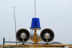 De de Lichtblauwe hoornen en spreker van de noodsituatie stock foto