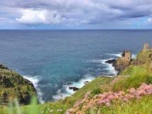 De de mijnruïnes van Cornwall van het Kusttin royalty-vrije stock afbeeldingen