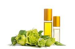 De de mooie bloemen en flessen van Eustoma met oliën voor huid Stock Afbeelding