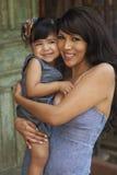 De de mooie Moeder en Dochter van Latina Royalty-vrije Stock Fotografie