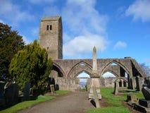 De de oude kerk en toren van Muthill dichtbij Crieff, Schotland stock afbeelding