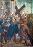 de 2de Posten van het Kruis, Jesus wordt gegeven zijn kruis Royalty-vrije Stock Foto's
