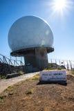 De de Radarpost van de luchtdefensie op Pico do Arieiro, bij 1.818 m hoog, is het eiland` s derde hoogste piek van Madera Royalty-vrije Stock Fotografie