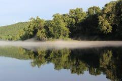 De de rivierbank van Arkansas bij Murray Lock en de Dam - 3 stock foto's