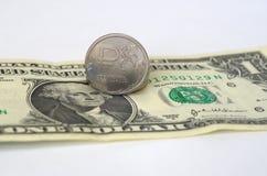 De de Russische roebel en dollar van Verenigde Staten Royalty-vrije Stock Foto's
