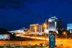 De de Scènebouw van het nachtpanorama in Minsk, Wit-Rusland stock foto