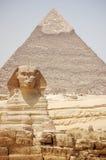 De de sfinx & Piramide van Khafre in Egypte Stock Foto