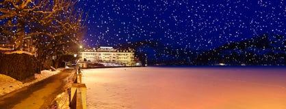 De de skitoevlucht Zell am van bergen ziet - Oostenrijk Stock Afbeelding