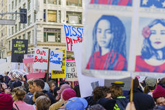 De de speciale gebeurtenis en Protesteerders van Vrouwenmaart rond Los Angeles Stock Afbeeldingen