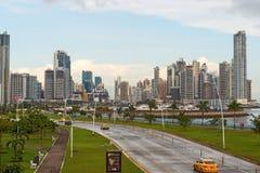 De de stadshorizon van de binnenstad van Panama Stock Foto's