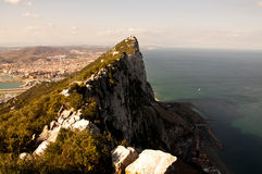 De de Steile Rand en Klippen van de kustlijn boven Oceaan Royalty-vrije Stock Foto's