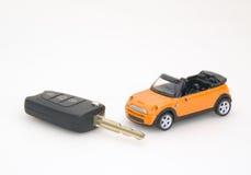 De de stuk speelgoed auto en sleutel Royalty-vrije Stock Afbeelding
