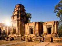 De de Tempelruïnes van Banteaysrey (Xth-Eeuw) op een zonsondergang, Siem oogsten, Kambodja stock afbeelding