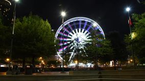 de de tijdtijdspanne van de binnenstad van het ferriswiel in Atlanta Georgië stock video