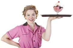 De de uitstekende Serveerster of Server van de Stijl met het Dienen van Dienblad Stock Fotografie