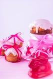 De de verfraaide cakes en eieren van Pasen stock fotografie