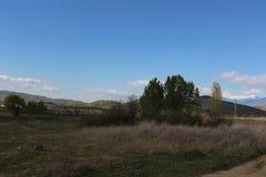 De de verse hemel en heuvels van het de lentelandschap Stock Foto's