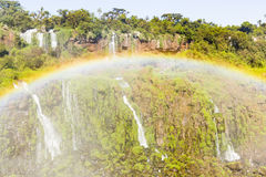 De de watervallen en regenboog van Iguazu royalty-vrije stock afbeeldingen
