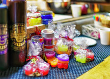 De de Zwarte Balsem en snoepjes van Riga bij Kerstmismarkt van Riga Royalty-vrije Stock Afbeelding