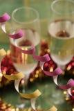 De decoratie en de champagne van het nieuwjaar Stock Foto