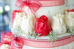 De decoratie van de huwelijkscake Stock Afbeeldingen