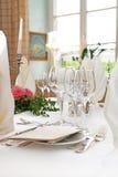 De decoratie van de lijst met wijnglazen Royalty-vrije Stock Foto's