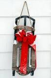 De decoratie van de slee met sneeuw Stock Afbeeldingen