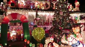 De Decoratie van het Kerstmishuis in Virginia stock videobeelden