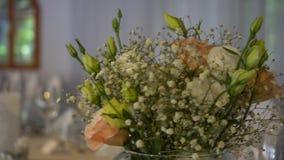 De decoratie van de huwelijksbloem stock footage