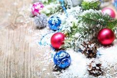 De decoratie van Kerstmis in de sneeuw Stock Foto's