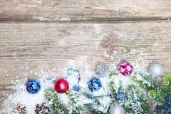De decoratie van Kerstmis in de sneeuw Royalty-vrije Stock Foto's