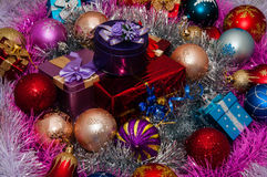 De decoratie van Kerstmis en de giften van Kerstmis Royalty-vrije Stock Foto's