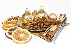 De decoratie van Kerstmis met droge vruchten Stock Afbeelding