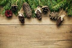 De decoratie van Kerstmis met houten achtergrond Stock Afbeeldingen
