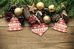 De decoratie van Kerstmis met houten achtergrond Stock Foto