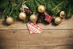 De decoratie van Kerstmis met houten achtergrond Stock Foto's