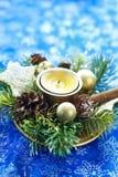 De decoratie van Kerstmis met kaars Stock Afbeeldingen