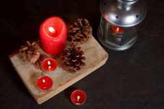 De decoratie van Kerstmis met kaarsen Stock Foto's
