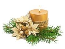 De decoratie van Kerstmis met kaarsen en poinsettia Royalty-vrije Stock Fotografie