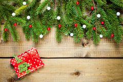De decoratie van Kerstmis op houten achtergrond stock foto