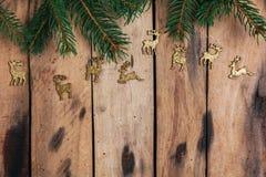 De decoratie van Kerstmis op houten lijst Stock Foto's