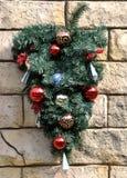 De decoratie van Kerstmis op muur Royalty-vrije Stock Foto